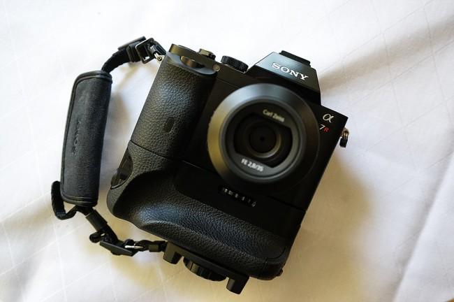 Sony-A7R-grip-1