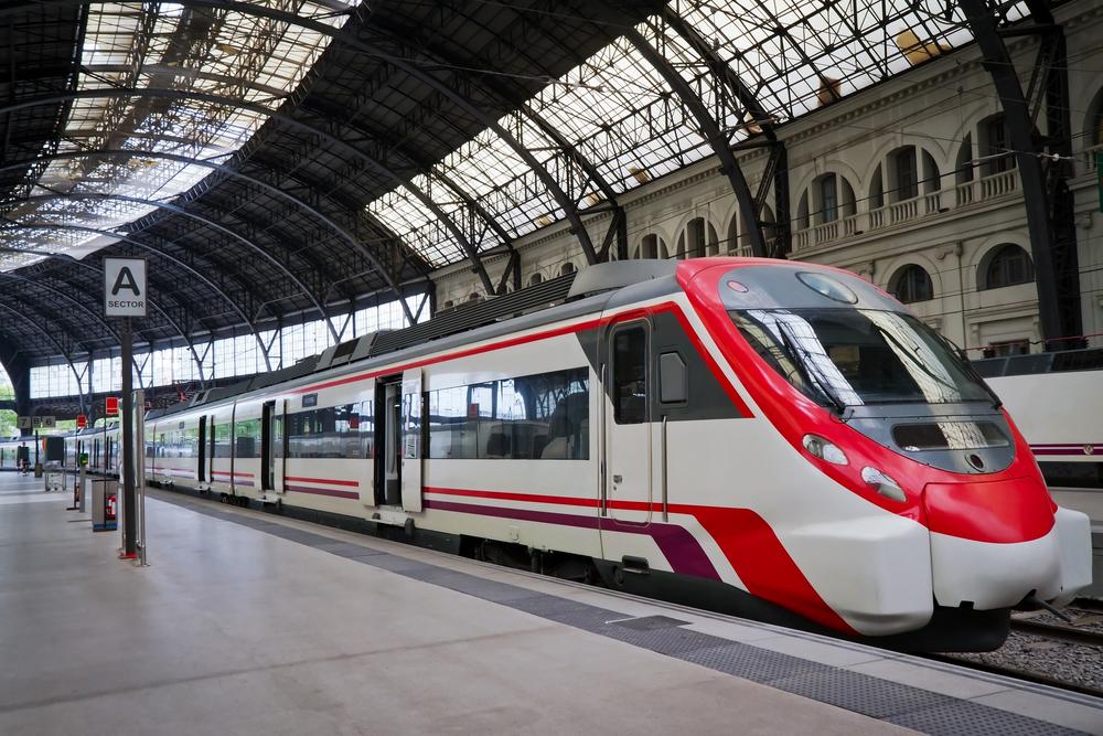 W pociągach PKP Intercity na pasażerów będą czekały filmy, seriale oraz Wi-Fi. Jednak nie dla wszystkich będzie ono darmowe