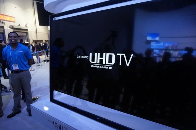 Samsung łamie kolejną barierę cenową. Jeszcze nie było tak dużego telewizora w takiej cenie