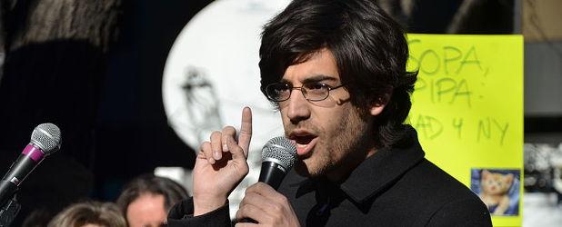 Walczył o wolność w Internecie, popełnił samobójstwo, teraz będą protestować na jego cześć – poznajcie Aarona Swartza