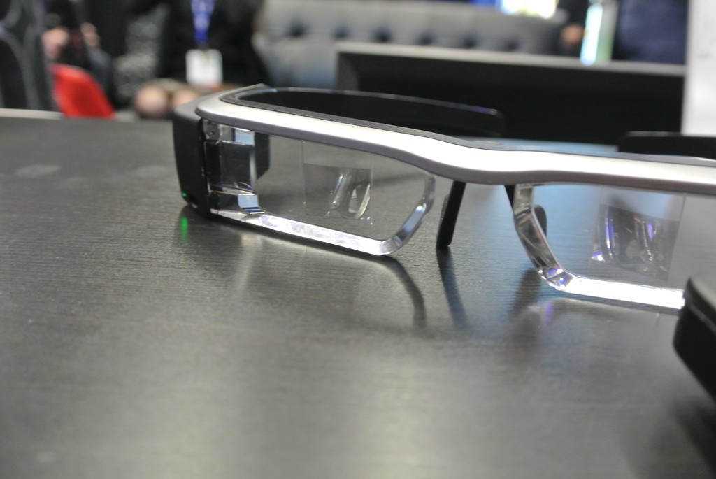 Epson ma własne, potężne okulary Moverio BT-200. Bawiłam się nimi i… dają ogromne możliwości
