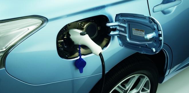 Mitsubishi Outlander PHEV – pierwszy na świecie SUV z elektrycznym napędem 4WD już w Polsce. Dla kogo to auto?