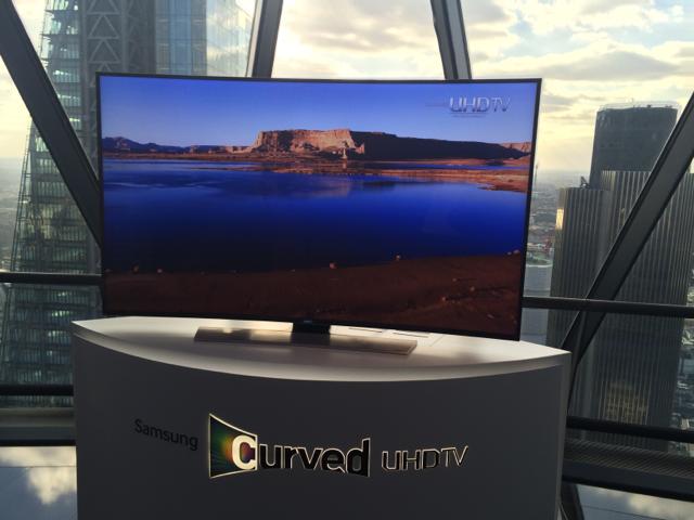 Samsung_Curved_TV_wygiete_telewizory_premiera_04