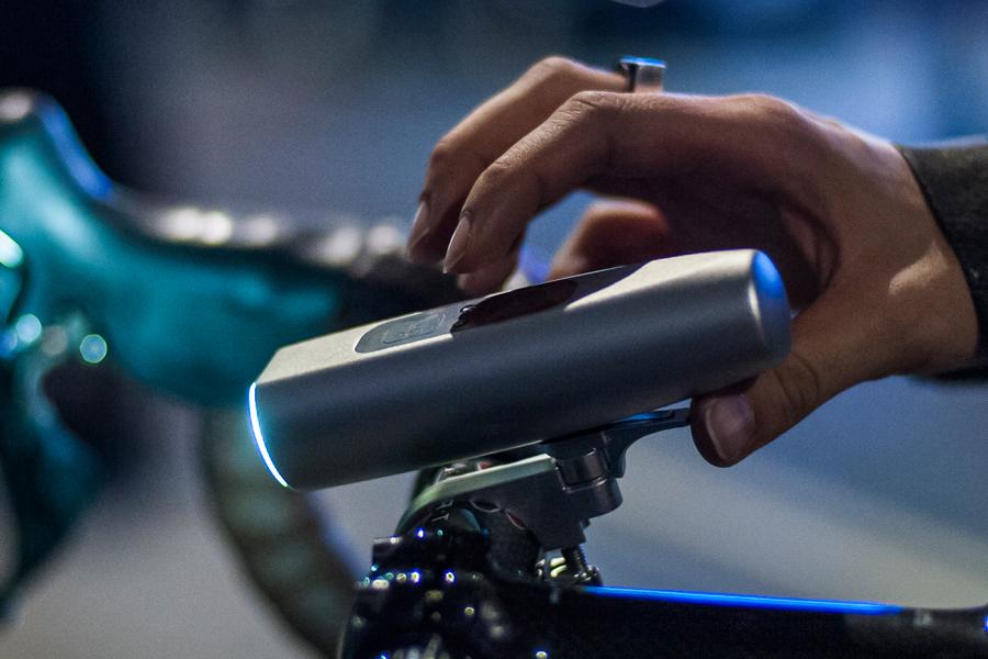 Laserowa lampka rowerowa, która… może uratować życie