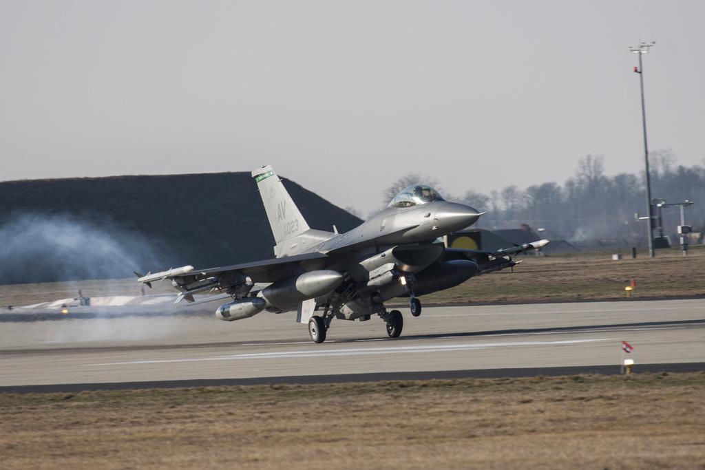 Krótka piłka: Zobacz z bliska samoloty F-16, na których Polacy ćwiczyli z Amerykanami (wideo i zdjęcia)