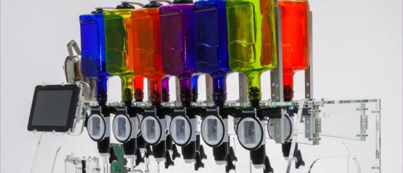 Polski robot potrafi robić tysiąc różnych drinków – to może być hit Kickstartera