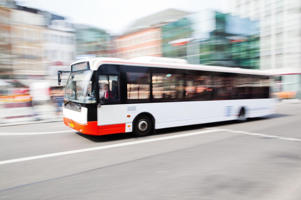 Autobusy na prąd ładowane indukcyjnie – to już się dzieje