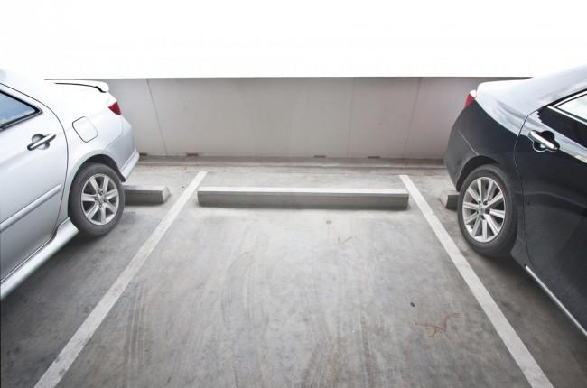 miejsce-parkingowe-parking-samochod-auto
