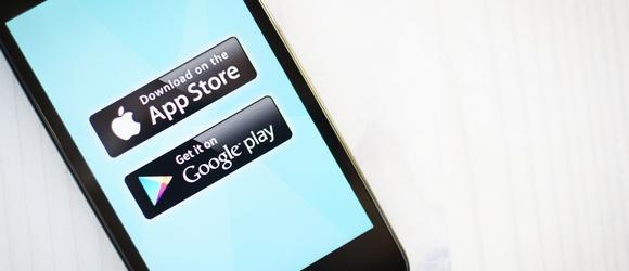Komisja Europejska przywołuje właścicieli sklepów z aplikacjami do porządku. Google zapowiada zmiany, a Apple staje okoniem
