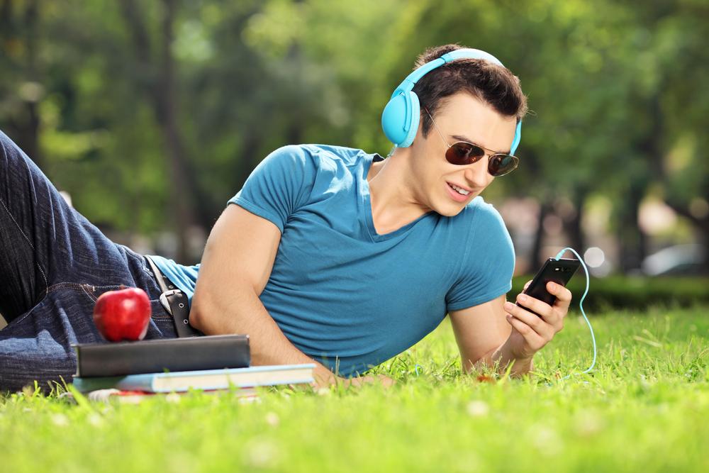 Apple na kolejnych zakupach, tym razem kupuje gadające radio