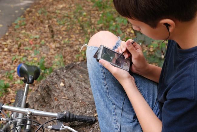 bezpieczna rodzina dziecko smartfon