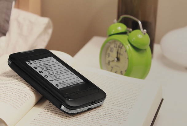 Etui na smartfon z epapierowym czytnikiem? Kickstarter zaczyna nudzić