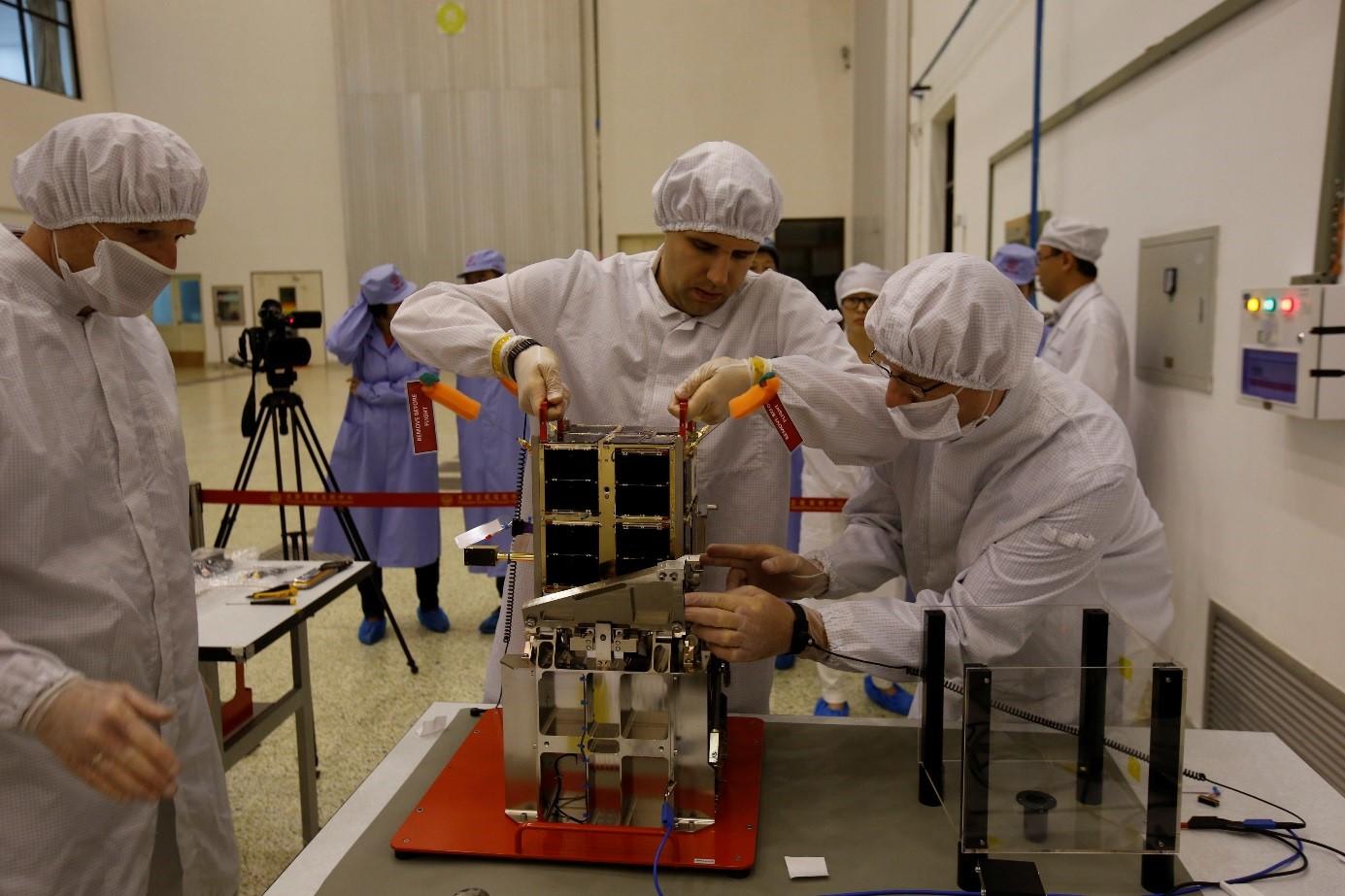 Polski satelita naukowy Heweliusz już nadaje z orbity