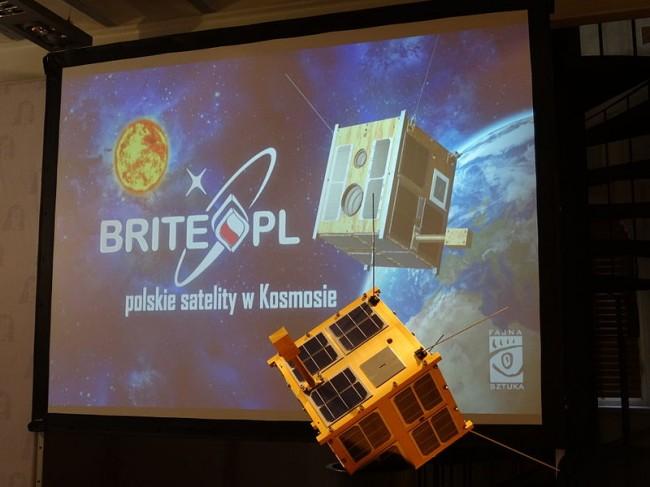 Polish_satellite_BRITE_Heweliusz_model_in_Gdansk_19.8.2014