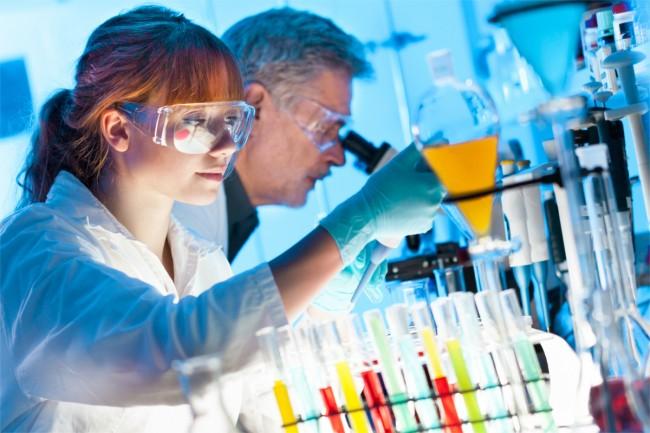 naukowcy genetyka laboratorium medycyna nauka