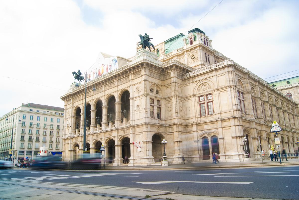 Jak obejrzeć Operę Wiedeńską? Na kanapie w domu, dzięki Smart TV