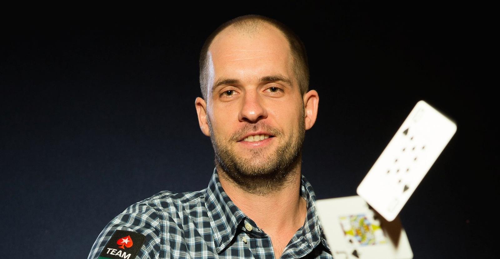Zarobił 1 mln dol., nie płaci podatków a zimę spędza w Tajlandii – takie jest życie Grzegorza 'DaWarsaw' Mikielewicza, zawodowego gracza w pokera