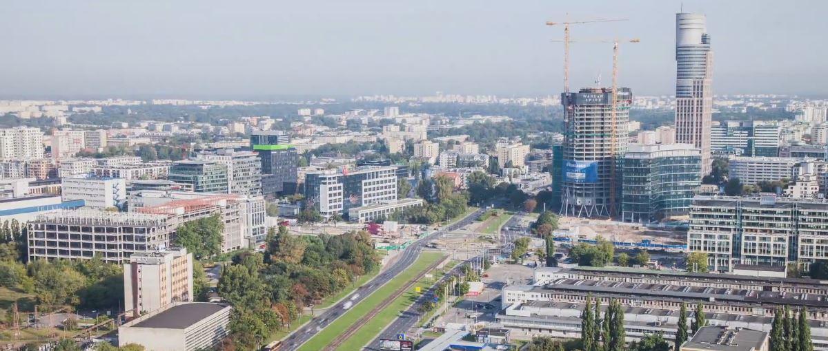Krótka piłka: Rewelacyjny timelapse pokazuje jak tętni życie w Warszawie