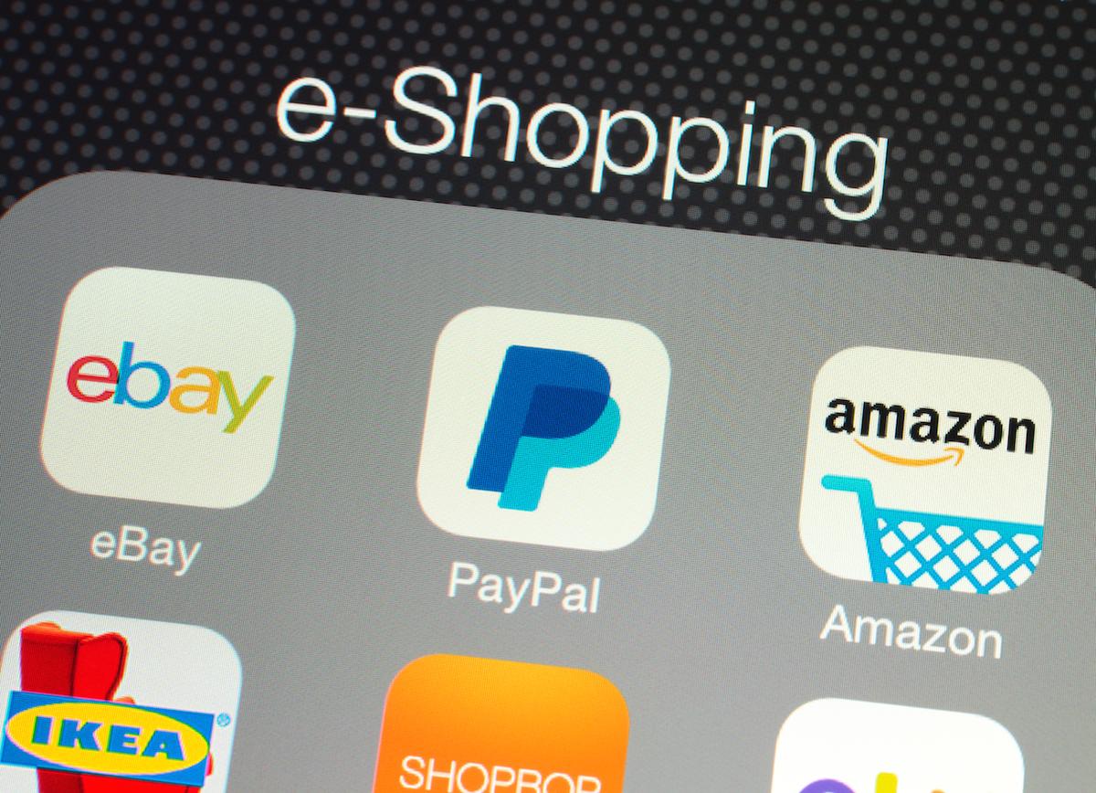 Fire Phone to spalony pomysł Amazonu. Bezos nie wyciągnąłwniosków z porażki Zuckerberga