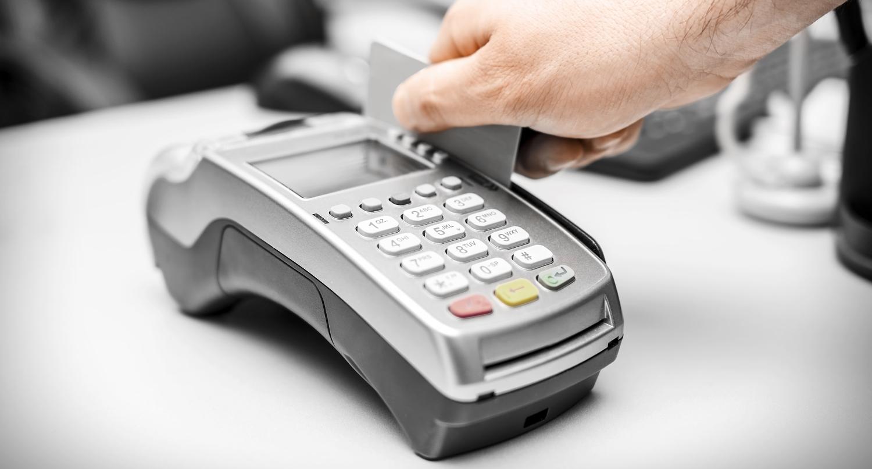 Limit kwotowy płatności kartą w sklepie to czyste oszustwo