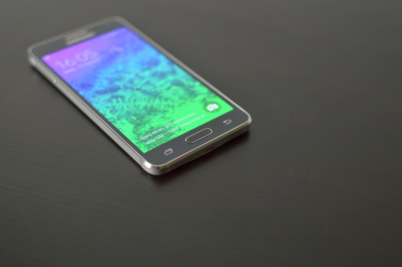 Samsung Galaxy Alpha, czyli sprawdzamy ile kosztuje jakość – recenzja Spider's Web