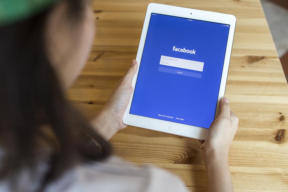 GIF-y właśnie weszły na Facebooka. Tylnymi drzwiami