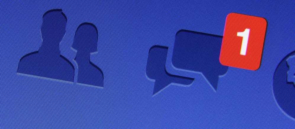 Facebook strzela sobie w stopę i pokazuje, że jego algorytmy można o kant stołu rozbić