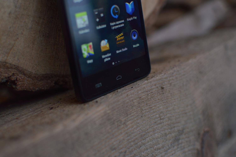 Internet, jakość i moc – smartfonowa średnia półka w tym roku pokazała klasę