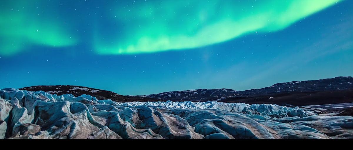 Zorza polarna tańcząca nad dwiema wyspami. Timelapse roku?