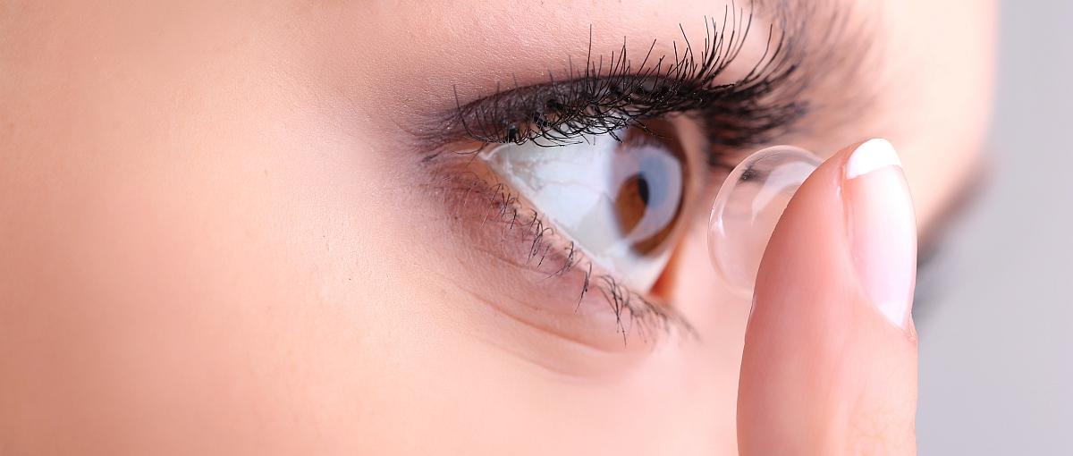 Mrugnięcie okiem powoduje powiększenie czytanego tekstu. Szaleństwo? Nie, tak działają pierwsze soczewki kontaktowe z zoomem