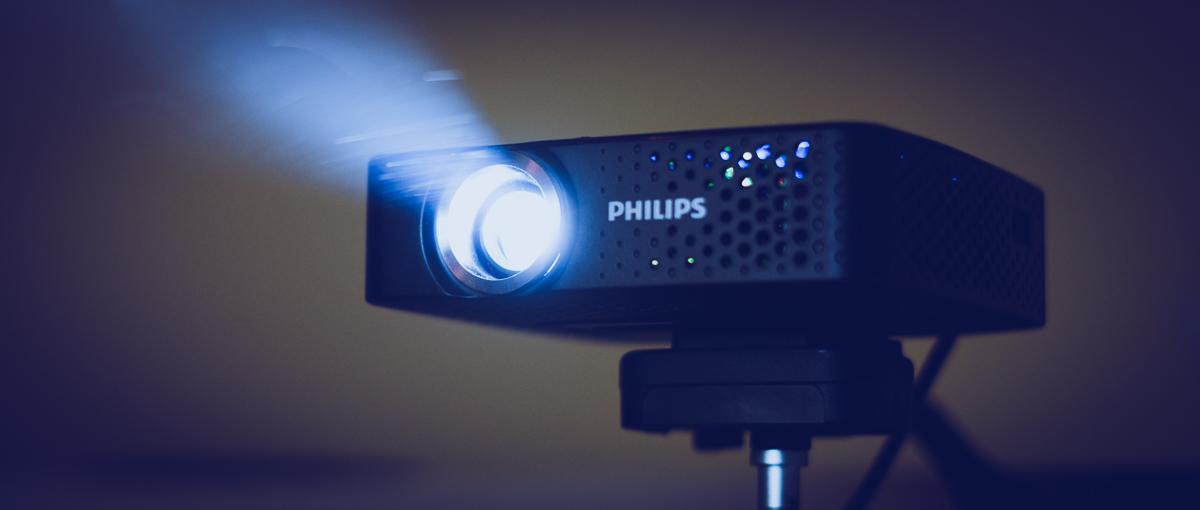 Philips PicoPix 3614, czyli projektor z Androidem, który… zmieści się w kieszeni – recenzja Spider's Web