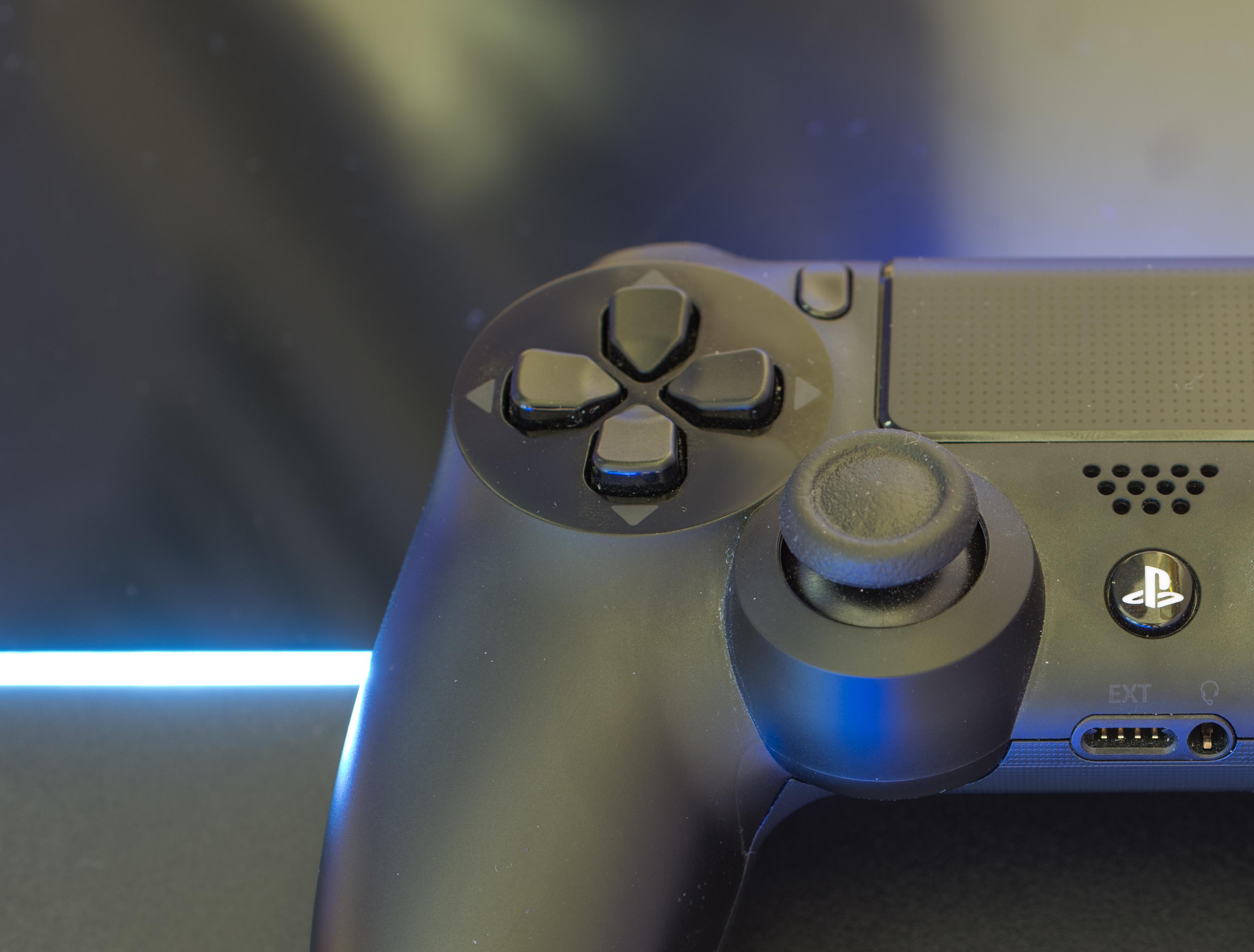 Bariera pękła! PlayStation 4 i PlayStation 4 Slim kosztuje w Polsce 999 złotych