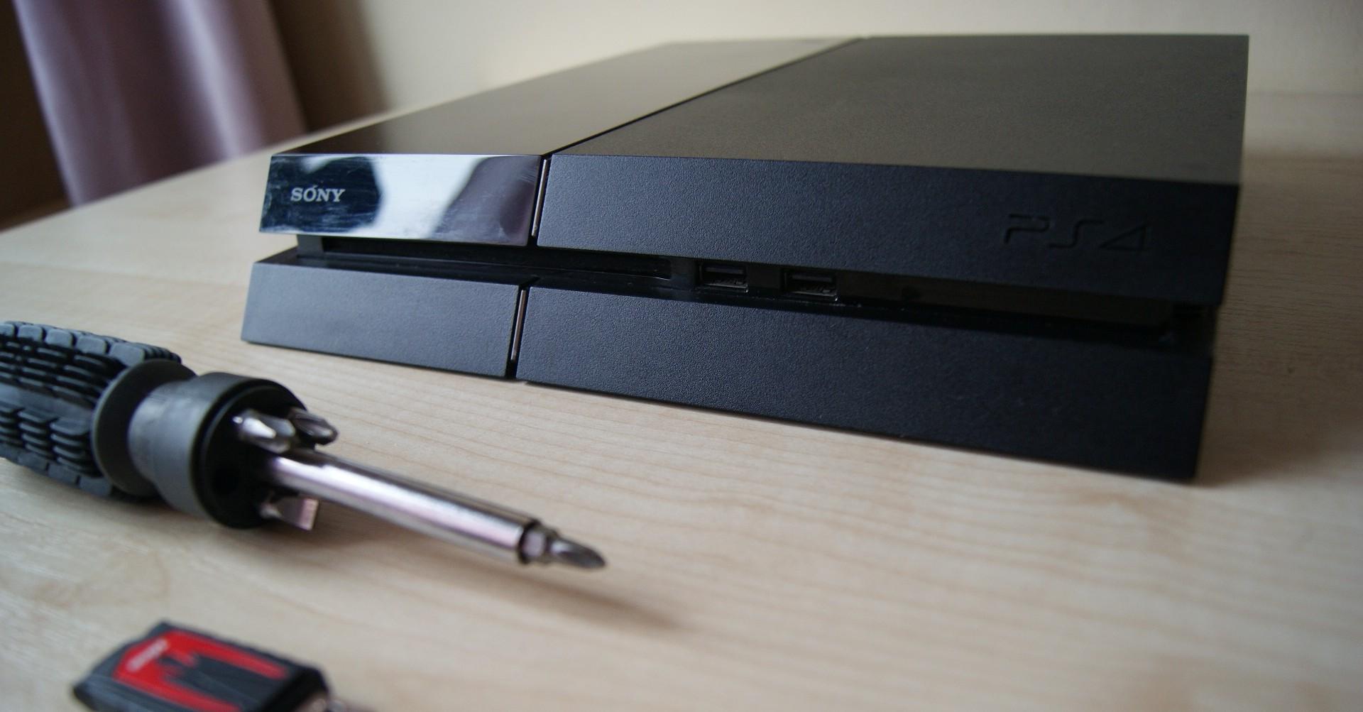 Wymiana dysku w PlayStation 4 jest tak prosta, że aż żal tego nie zrobić – poradnik Spider's Web