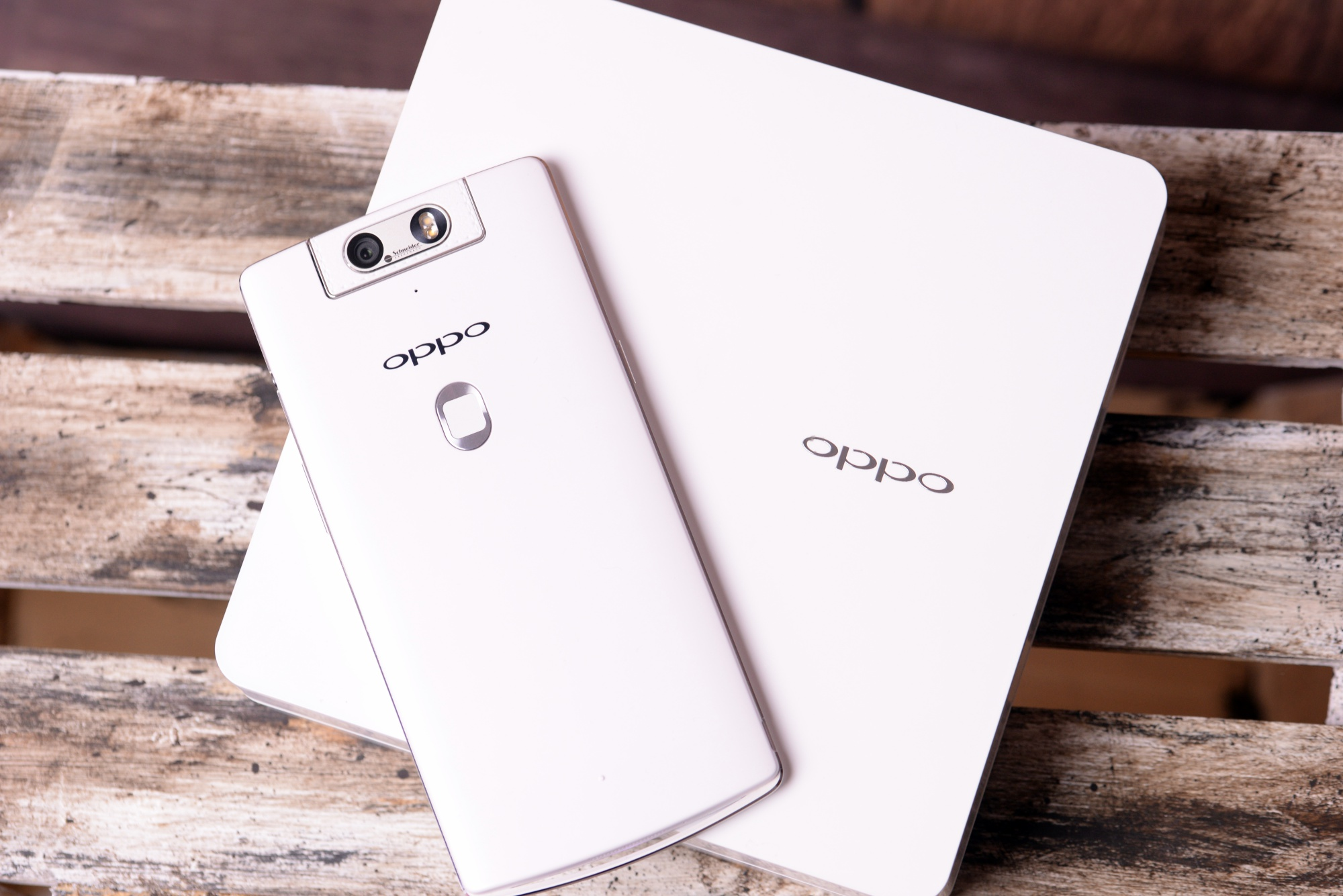 Smartfon, który krzyczy o swojej wyjątkowości. Oppo N3 – recenzja Spider's Web