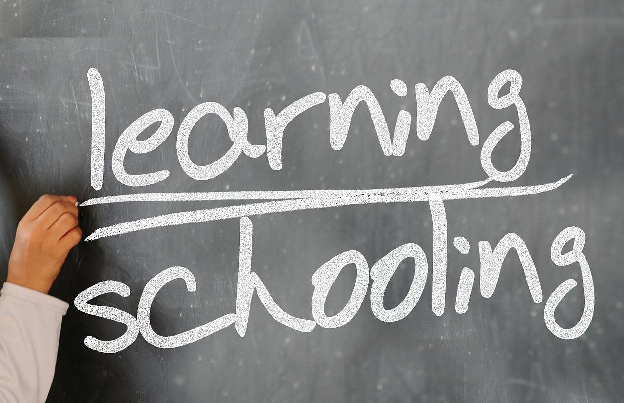 Jak obliczyć wydatki na reklamę online szkoły językowej?