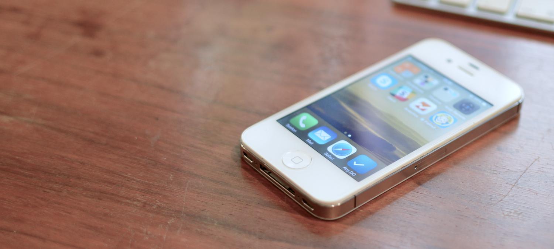 Stary sprzęt z nowym systemem – czy to działa? Korzystam z iPhone'a 4S z iOS 8. I żyję