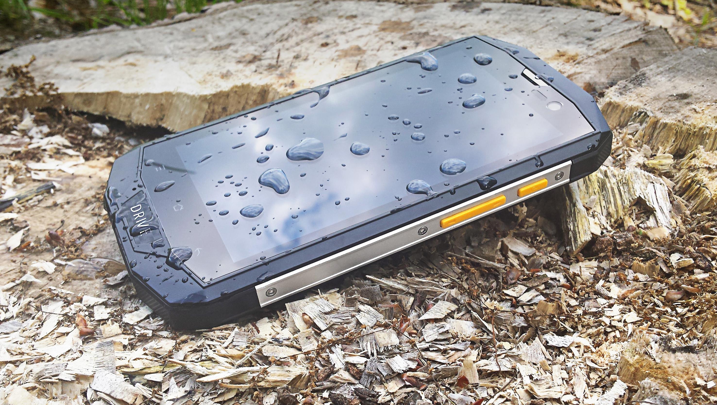 Ten smartfon chce, żeby zabrać go na wakacje – oto Kruger&Matz Drive 3