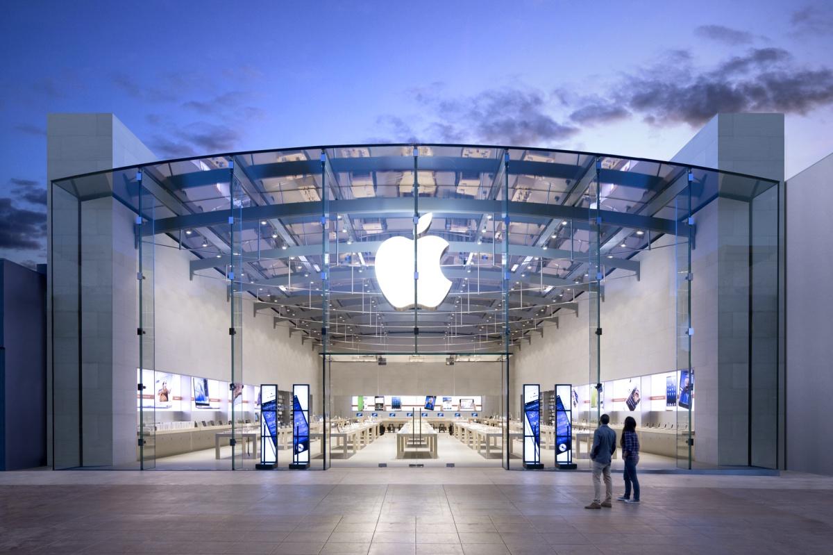 W sklepie Apple nawet kąt nachylenia ekranu MacBooka nie jest przypadkowy