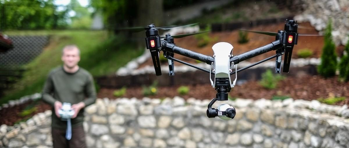 To już się dzieje. Szwajcarska poczta testuje system dostarczania paczek dronami