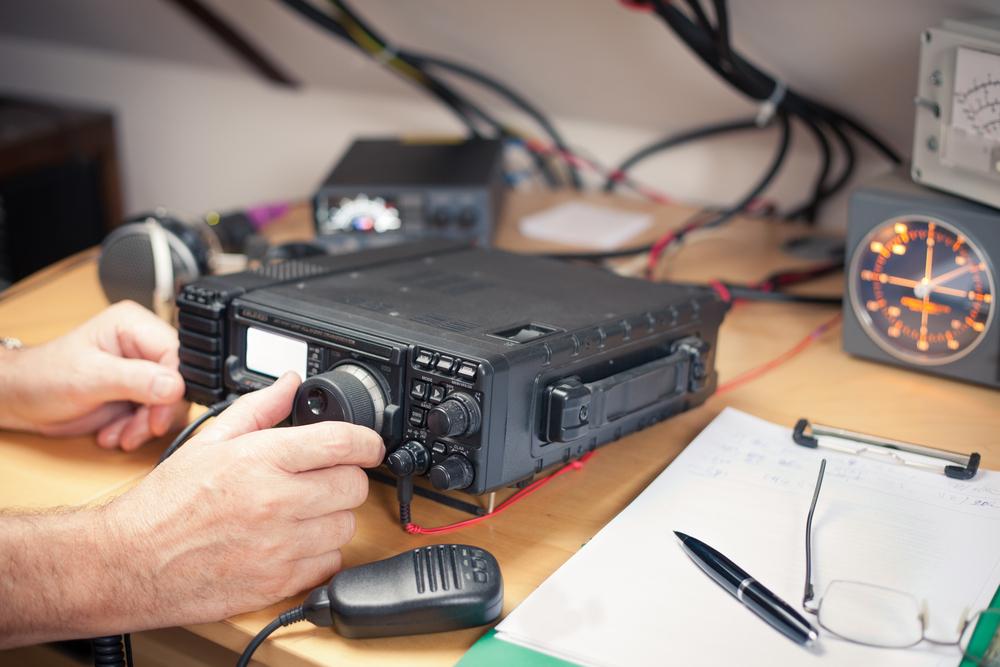 Włączasz radio, a tam tajne informacje dla szpiegów. To nie żart, tak jest na całym świecie