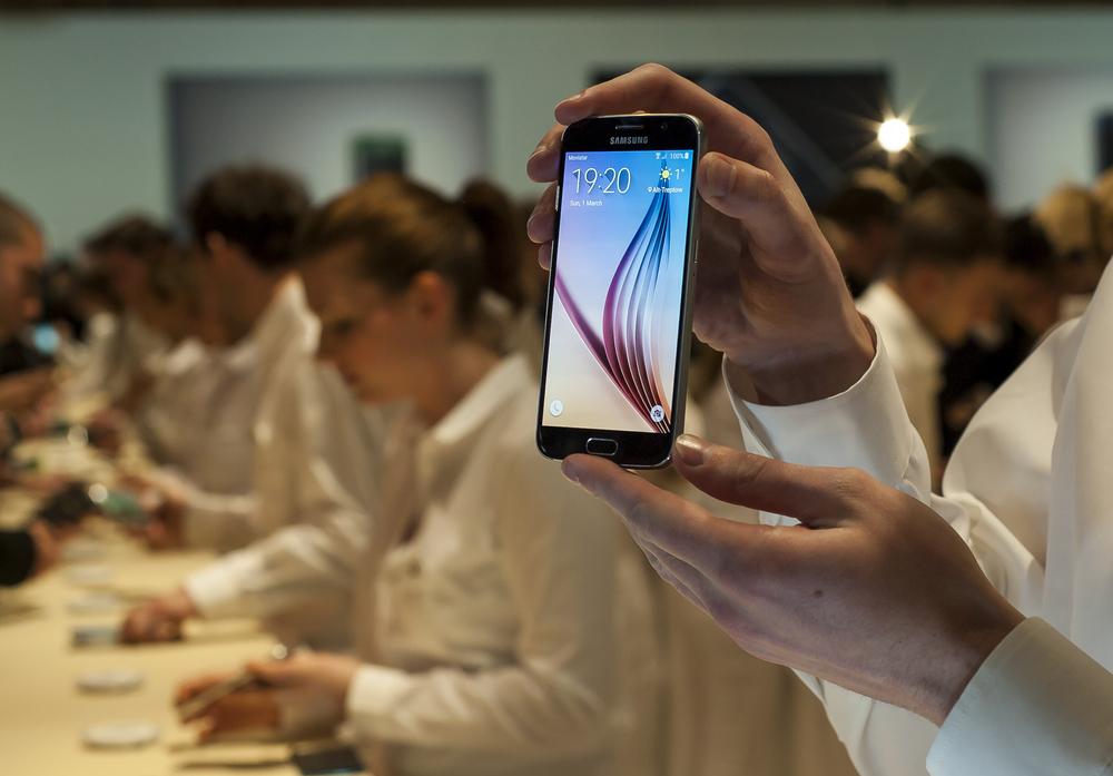 Galaxy S6 się nie sprzedają, więc… Samsung obniży ich ceny
