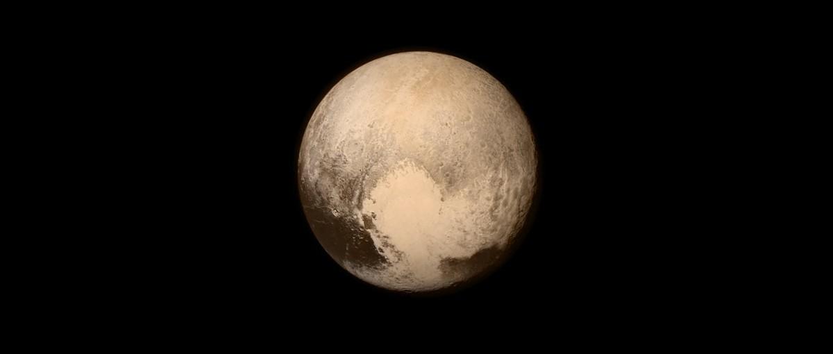 Były zdjęcia, czas na film. Przelot obok Plutona zapiera dech w piersiach