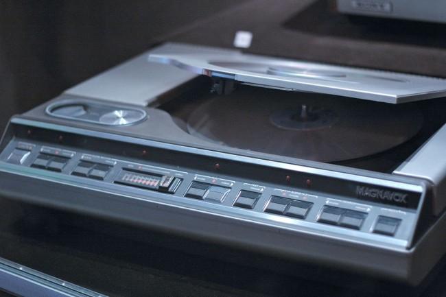 1200px-Magnavox_Laserdisc_player