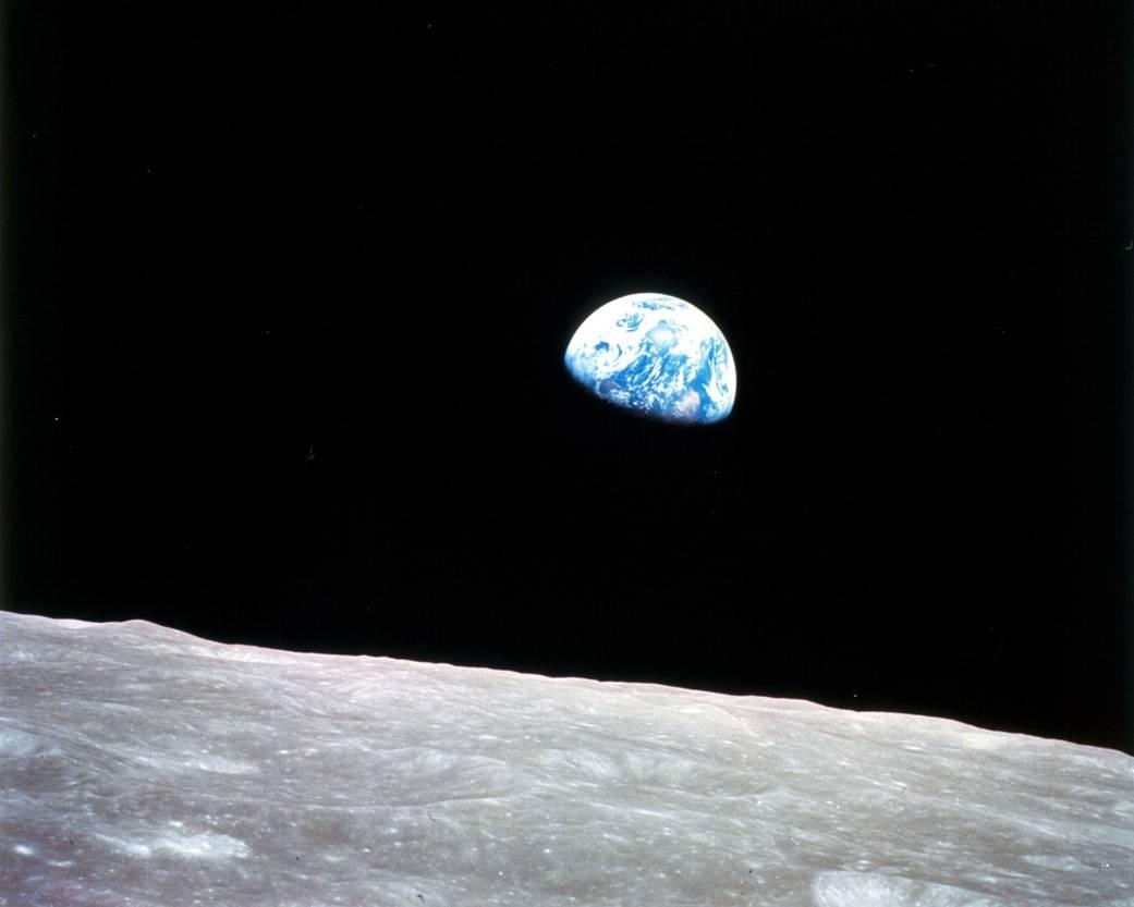 Wschód Ziemi nad Księżycem kontra selfie z Instagrama