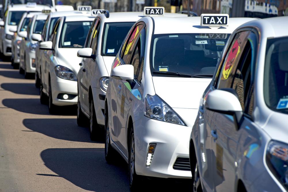 Taksówkarzu – kiedy ty strajkujesz, nowa konkurencja zabiera ci chleb