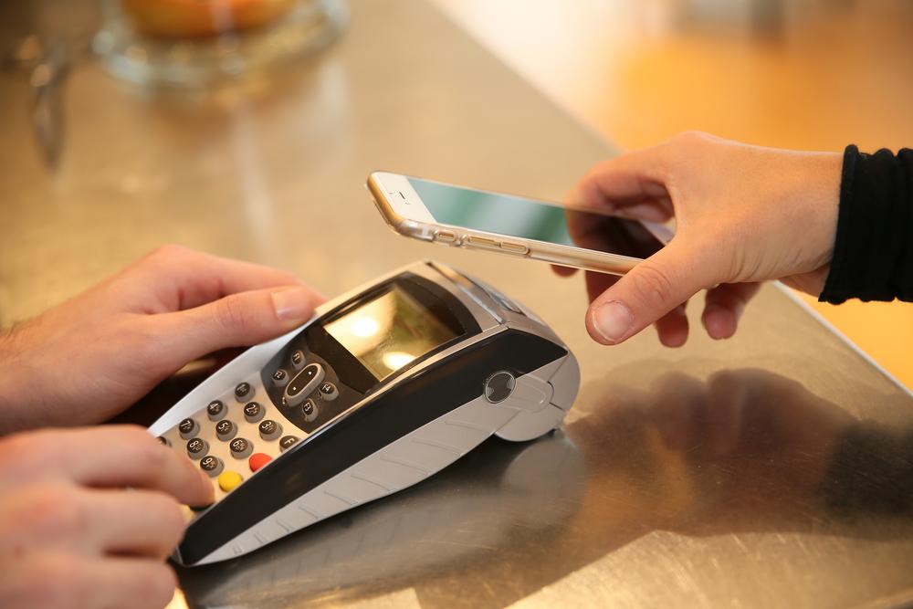 Schowałem portfel i poszedłem płacić telefonem – to miał być eksperyment, ale wyszło inaczej