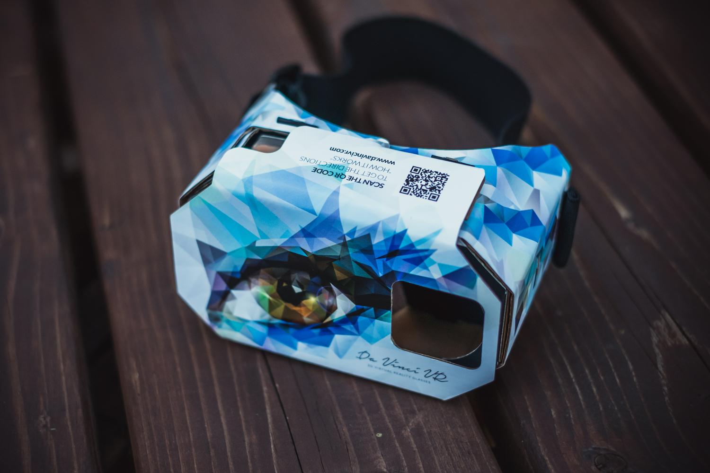 """Szarfa z papieru toaletowego, """"shit party"""" i odsysanie tłuszczu, czyli mój pierwszy raz z VR"""
