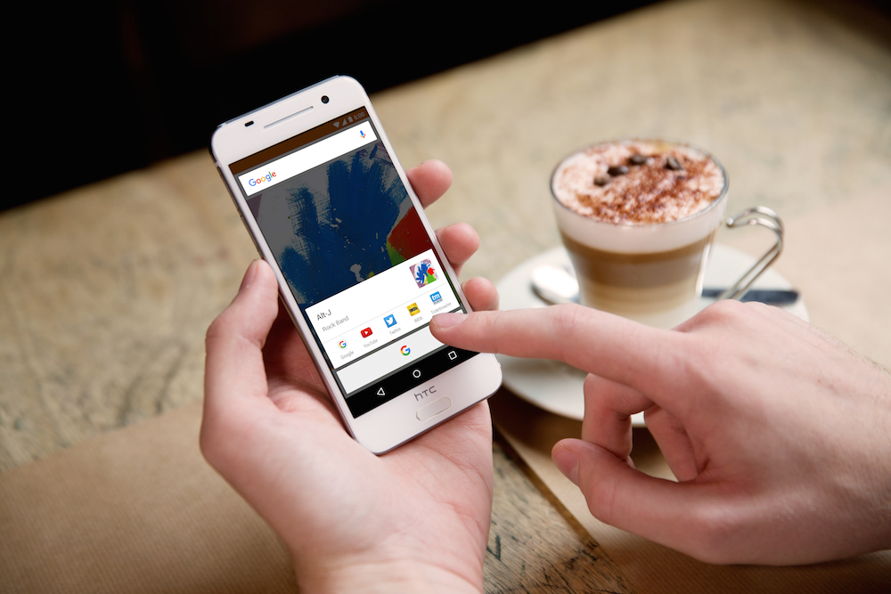 Choć trudno w to uwierzyć, iPhone z Androidem, czyli HTC One A9, jest droższy od iPhone'a 6
