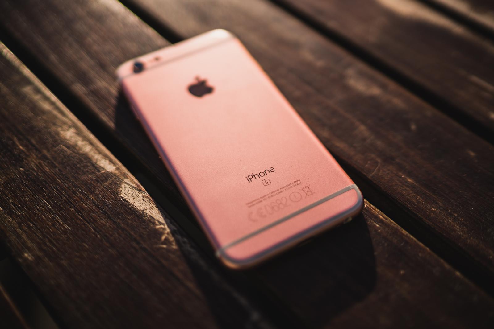 Wykres dnia: ceny nowych iPhone'ów w Polsce – porównanie ofert Apple, operatorów i resellerów. Zobacz, gdzie warto kupić