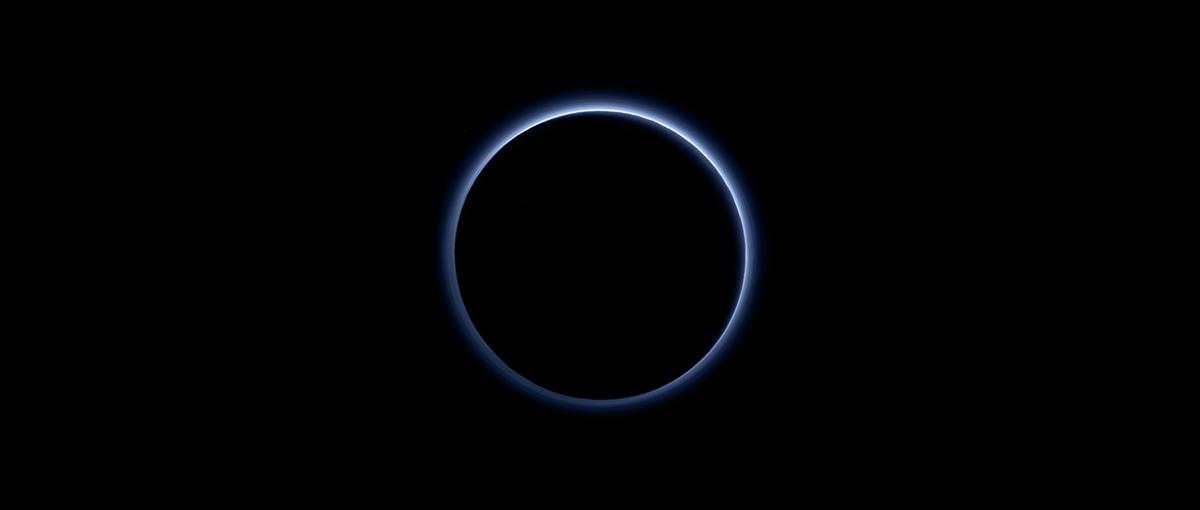 Odkrycie to wprawiło naukowców w zdumienie – niebo Plutona jest podobne do ziemskiego